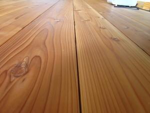 無垢床材の隙間